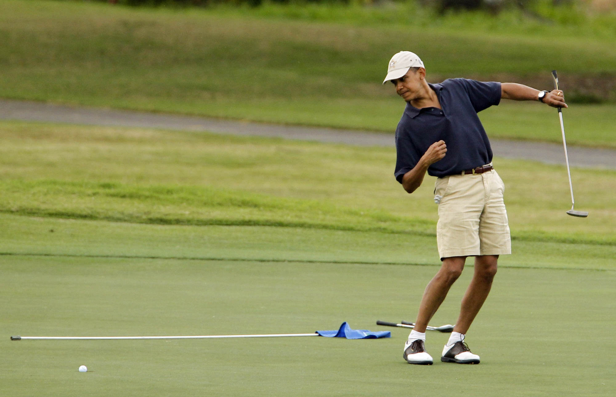 A-well-attired-President-Obama-on-the-course